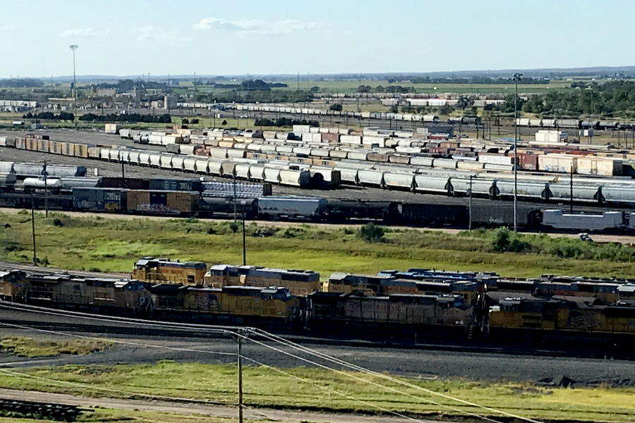 bailey yard the largest rail yard