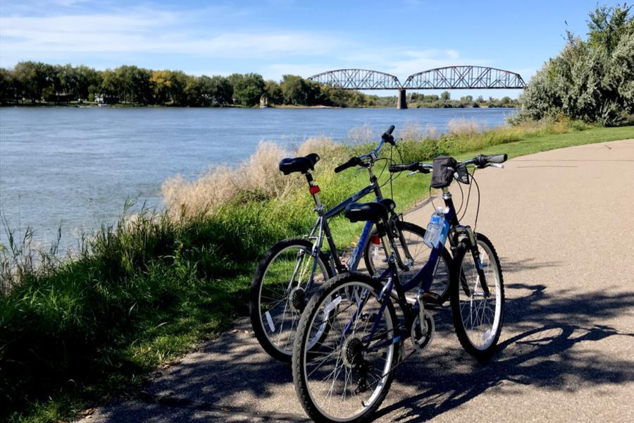 biking along the Missouri river