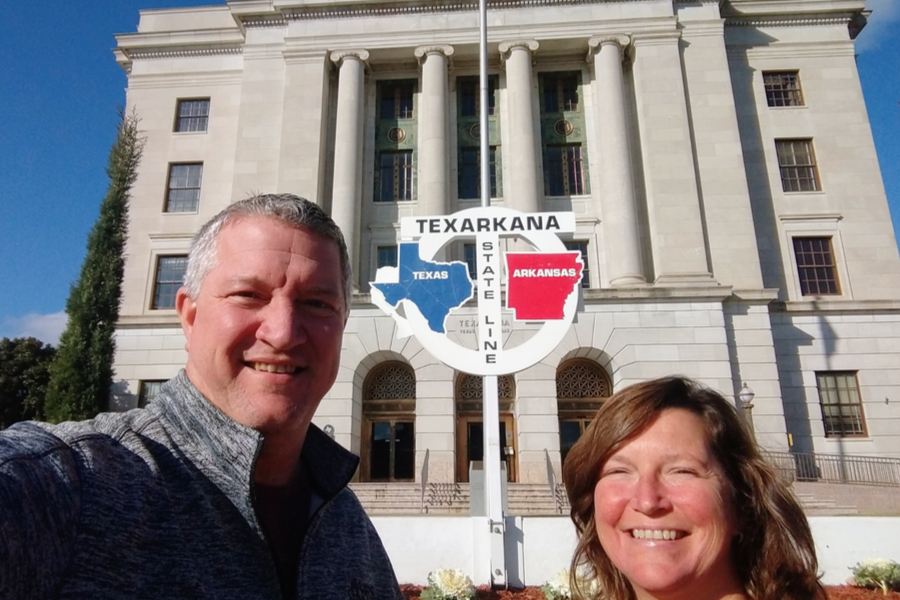 state line sign at the courthouse in Texarkana